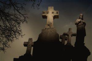 Photo by Tarabiscuite, via Pixabay | https://pixabay.com/en/c%C3%B4te-des-neiges-cemetery-montreal-328571/