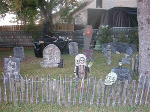 10 Cleverly Creepy Tombstone Sayings For Your Halloween
